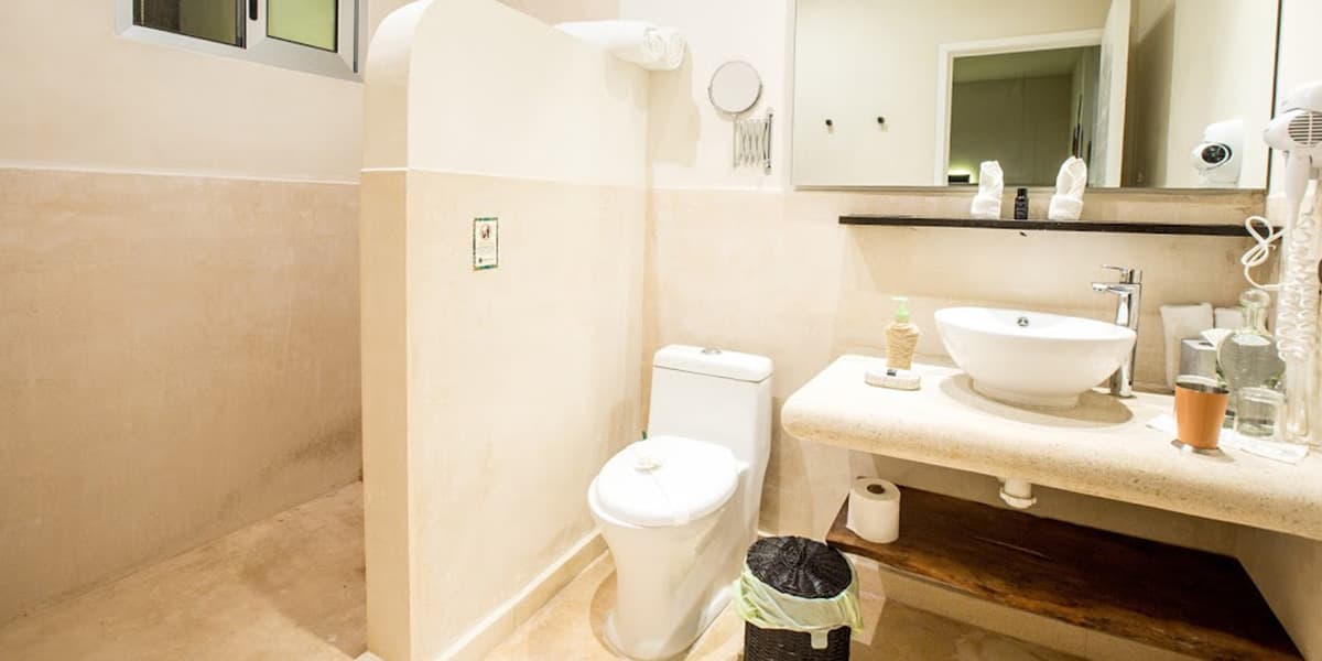 alma-de-flores-copal-junior-suite-bathroom